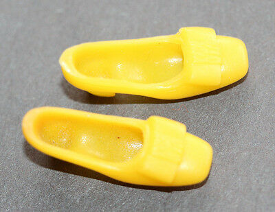 Vintage Barbie-Twiggy 1968-69 Yellow Bow Shoes To 3 Mattel Outfits Listed