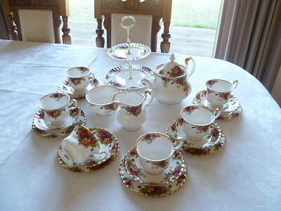 Regal   Vintage Tea Service  Old Country Roses Royal Albert England
