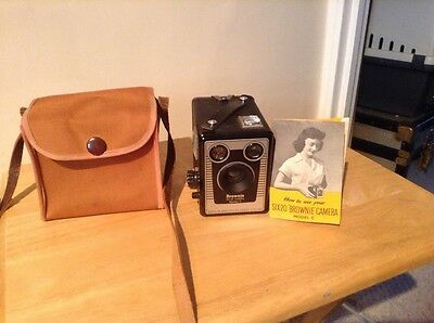 VINTAGE KODAK BROWNIE SIX-20 CAMERA MODEL C with CASE And Instruction book