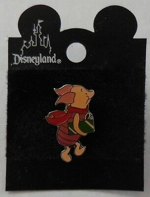 Disney Pin Disney Store USA Piglet Carrying Christmas Gift Pin