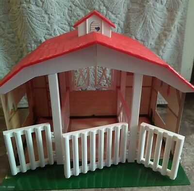 BREYER Classic 3 Horse Stable Barn Snap Together Pieces Fits