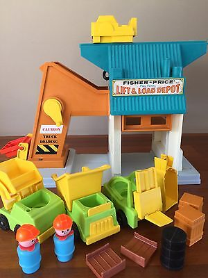 Vintage Fisher Price Little People Lift And Load Depot 1977 #942 Play Set