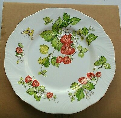 QUEENS VIRGINIA STRAWBERRY PLATE 20.5 cms WIDE dessert gold trim boxed unused