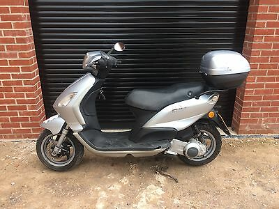 Piaggio Fly 125 Twist & Go Scooter New Mot Top Box 2 Owners