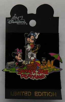 Disney pin DLR Disneyland Summer 2001 Mickey, Minnie & Pluto On the Beach Pin LE
