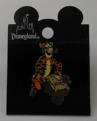 Disney Pin DLR Tigger with Wheelbarrow Pin
