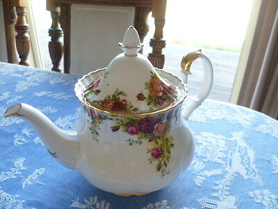 REGAL ROYAL ALBERT  OLD COUNTRY ROSES LARGE TEA POT Made in England 6-8 CUPS