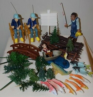 LOT/45 Vintage Wilton FISHERMAN Fishing Fish Lake Tree Fence Cake Topper Top Kit