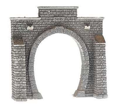 N Scale 1 ea. Single Track Oval Tunnel Portal with Buttresses - NOCH-34851