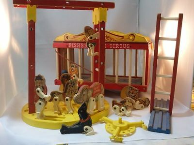 Vintage Fisher Price #900 Big Performing Circus Wagon