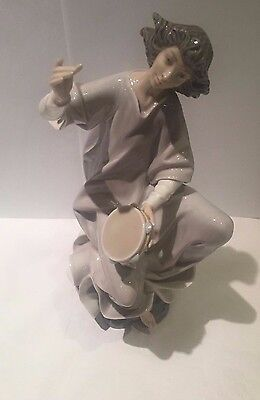 Lladro Figurine - Seated Angel With Tambourine #1320 *rare*
