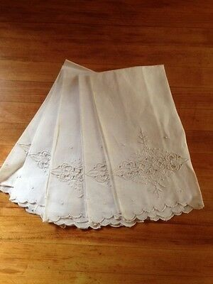 Set of 5 antique white linen embroidered small guest hand towels