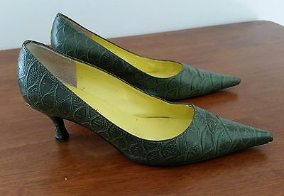 Retro 1990s Diana Ferrari OLIVE GREEN Leather Upper Point Toe Pump Shoes size 9