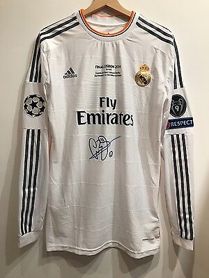 Real Madrid-Final Lisbon 2014-G.Bale Match worn signed+VIP match program&scarf