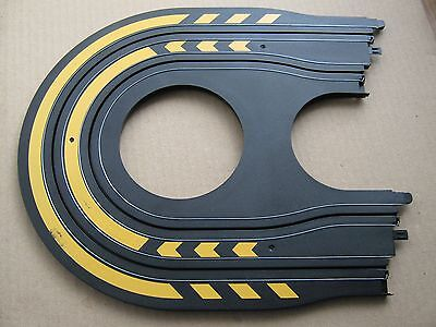 MICRO SCALEXTRIC HAIRPIN BEND TRACK (Black yellow markings)