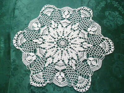 BEAUTIFUL VINTAGE WHITE HAND CROCHETED DOILEY  37 cms across