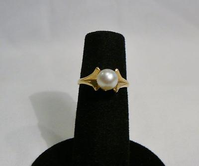 A Lovely 14K Yellow Gold Ring With A Pretty 6 MM Natural White Pearl. Size 6
