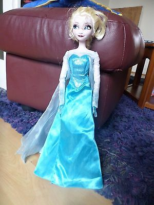 Doll  Figure Disney    Frozen Anna singing    disney store