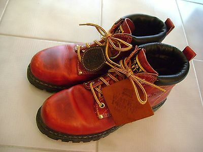 Authentic Ladies Red Roots 'TUFF' Boots, Sweater & Key chain (Size 9 - RARE)