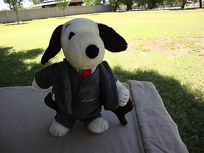 """1968 Snoopy Plush Businessman United Feat Syn 11"""" Another Determined Prod"""