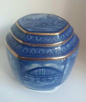 Ringtons Tea Caddy By Wade - Design Of Castles Churches Cathedrals - Hexagonal