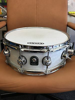 """Natal 'White Swirl' effect 10  x Lug 14"""" x 5.5"""" Ash wood snare & soft carry case"""