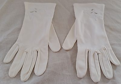Vintage 1960s IVORY WHITE  Ladies Floral Embroidery Detail Short Gloves size 7