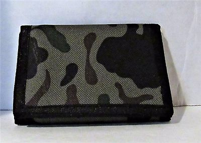 Amazing Green Camouflage  Tri-Fold Canvas Wallet With  Zipper And Easy Closure