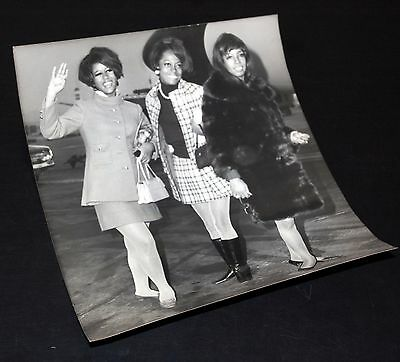 1968 THE SUPREMES Diana Ross Heathrow Talk of The Town Vintage 8x10 Press Photo