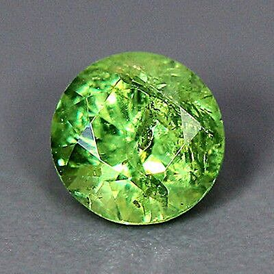 UNBEHANDELT ! Echter Granat-Demantoid. Russland, 0,44 ct, 4,5 x 4,5 x 3,3 mm
