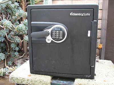 CLEARANCE SALE Sentry safe, CSW4747, BW313668, 18 x 20 x 20 in. used.