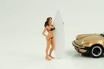 Surfer Girl Casy + Board Figurine 1:24 AMERICAN DIORAMA NO CAR