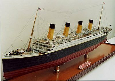 """MINICRAFT 1/350 DELUXE TITANIC #11315 Over 400 Parts MUSEUM QUALITY Over 30""""Long"""