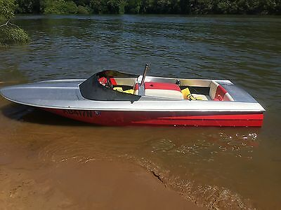 Clinker ski boat 308 v8 engine. Registered + Trailer