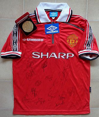 Authentic Umbro Manchester United 98-00 Team Signed Home Jersey. BNWT, Size M