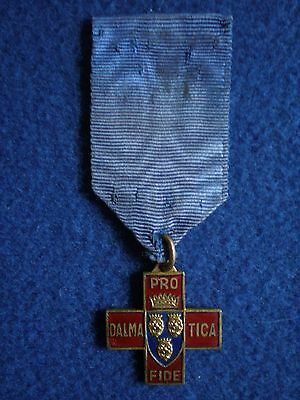 Italy: Cross of the National Association of Volunteers of the War 1915-1918.