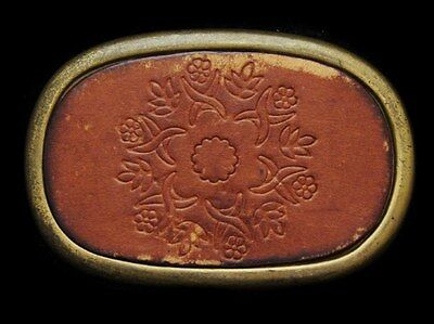 JH17109 VINTAGE 1970s HIPPIE STYLE **FLORAL DECOR** BRASS & LEATHER BELT BUCKLE