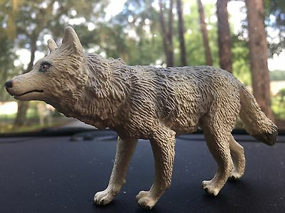 White Retired 1990 Safari  LTD Vintage Timber Wolf Figurine TOY PVC