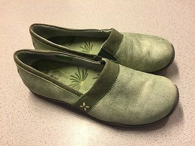 Women's Ahnu size 9.5 green leather loafers comfort shoes GREAT CONDITION