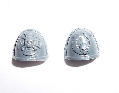 Space Marines Commander Shoulder Pads C - G254