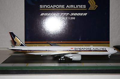 JC Wings 1:200 Singapore Airlines Boeing 777-300ER 9V-SNA (XX2356) Model Plane