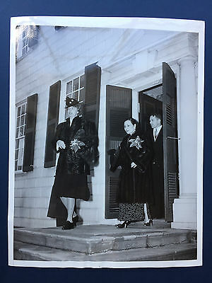 China Press Photo - Madame Chiang Kai-shek visits Mt. Vernon with Mrs. Roosevelt