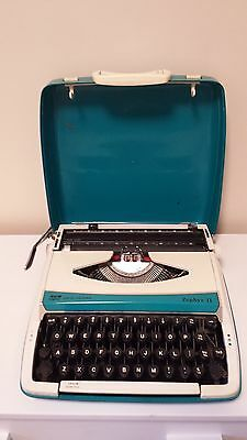 Smith Corona Zephyr II Blue/Teal & white Typewriter Working Red Black Ribbon