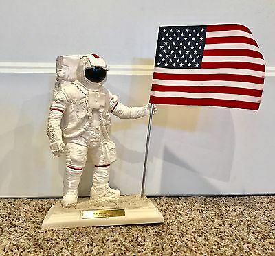 Neil Armstrong Commemorative Apollo 11 25th Anniversary NASA Statue w/ Flag