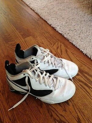 nike basketball shoes 9.5 good condition, sturdy leather offers good support.