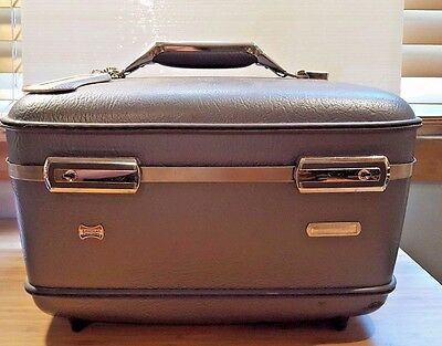 Vtg American Tourister Hard Sided Travel Make-Up Train Suit Case Overnight Bag