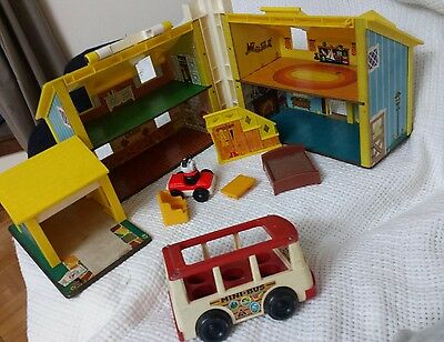 Fisher-Price family house with stairs, mini-van, extra, dog