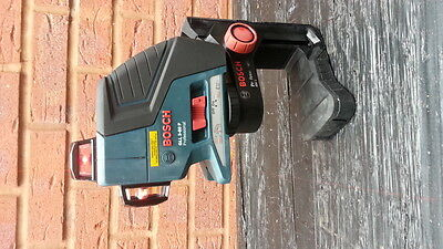 Bosch GLL3-80P Vertical and Horizontal Line Laser + BM 1 Wall Mount