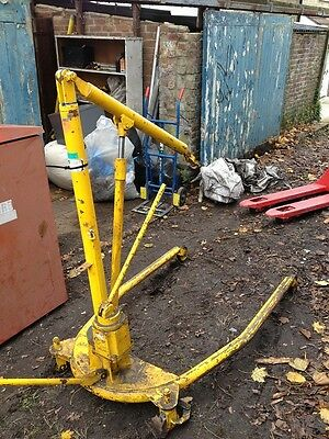 EPCO 2.5/5.0 cwt Extendable Heavy Duty Engine Hoist...OPEN TO OFFERS