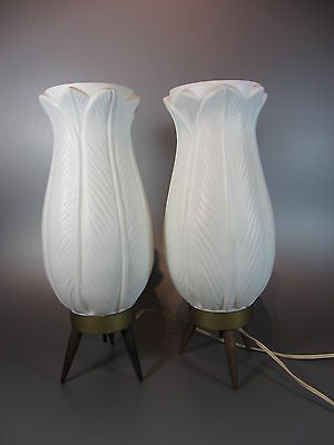 Vintage 2 lamp Plastic Tripod Lamps Acanthus White Lily Mid Century 60's Flower